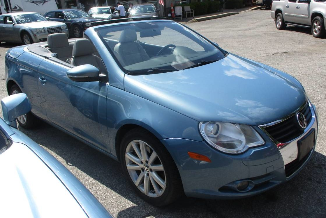 A Contrarian Convertible – 2010 VW EOS  for 95 near Cleveland